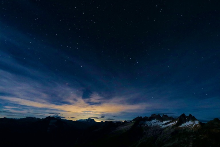 stars-mountains-night-sunset-peaks