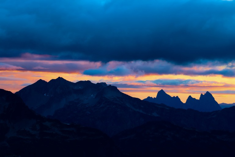 sunrise-mountains-colorful-peaks-clouds