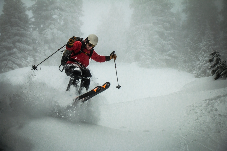 skiing-powder-snow-jump-winter-cascades-adventure
