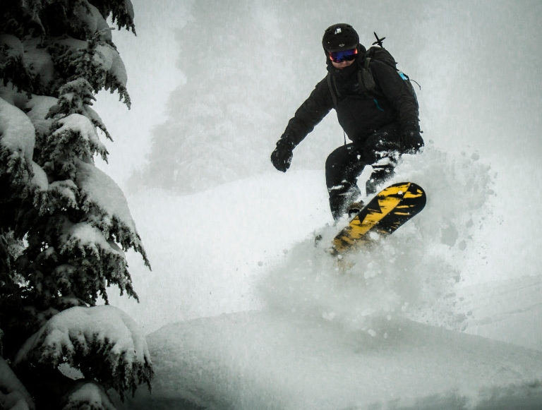 snowboarding-powder-snow-jump-winter-cascades-adventure